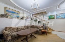 4-х комнатная полутора-уровневая квартира с отделкой